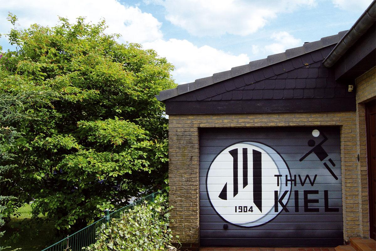 Graffiti Auftrag Garage THW KIEL Logo