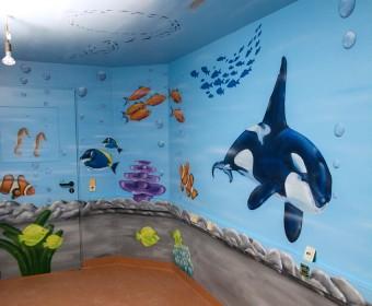 Wandgestaltung Graffiti Aquarium Maler Krankenhaus Kinder