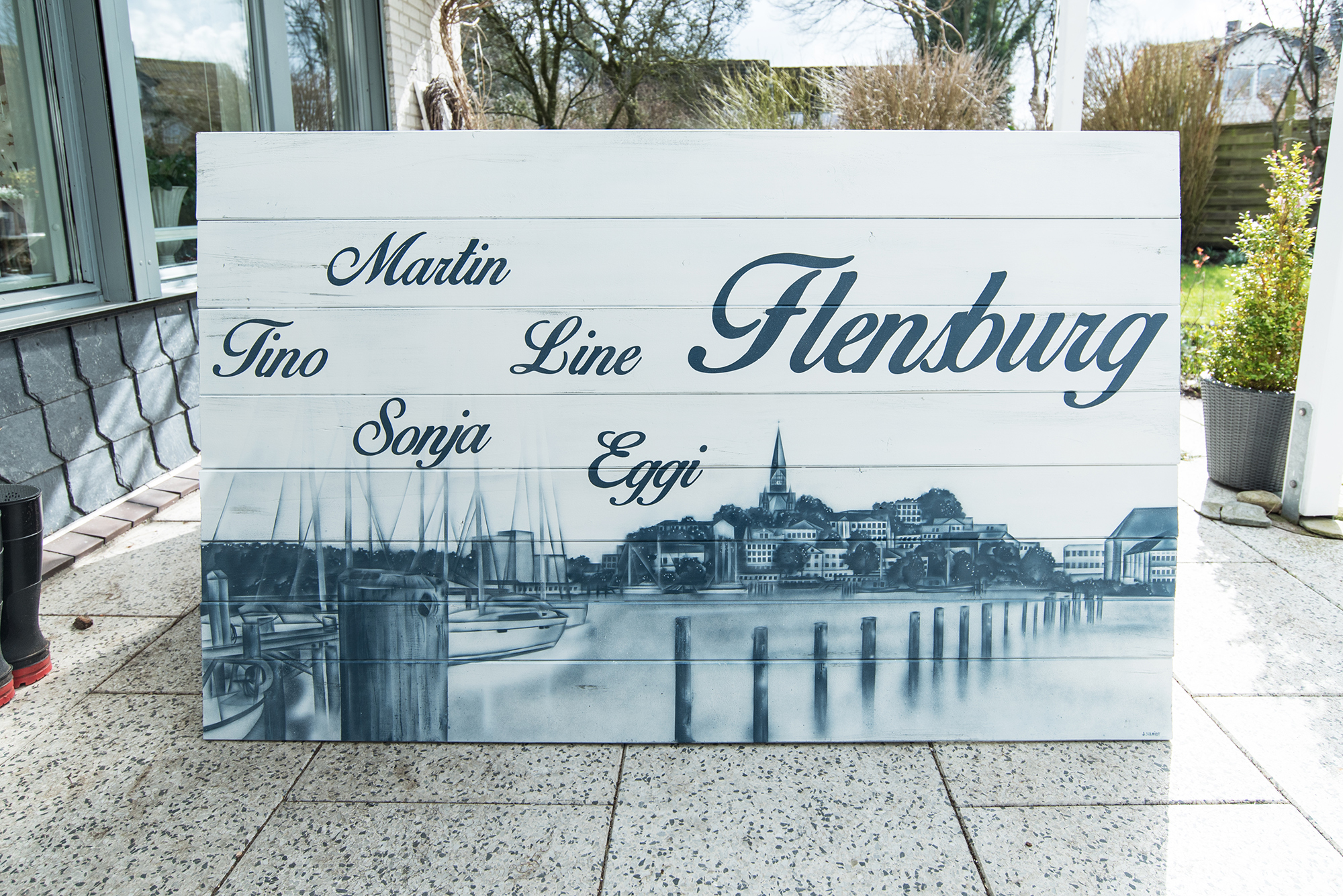 Flensburger Skyline auf Holzplatte – Graffiti Kunst