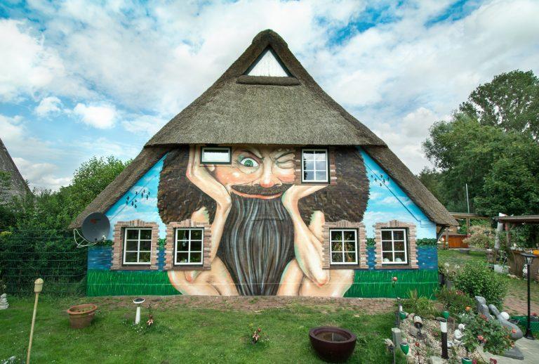 Kunst Fassade mit Zwergmotiv in Hamburg