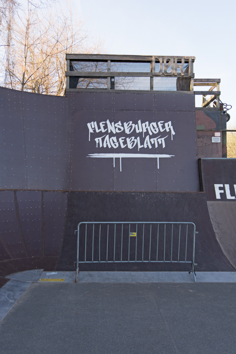 flensburger_tageblatt_shz_graffiti_logo_bmx_rampe_werbung
